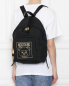 Рюкзак текстильный с принтом Moschino  –  МодельВерхНиз