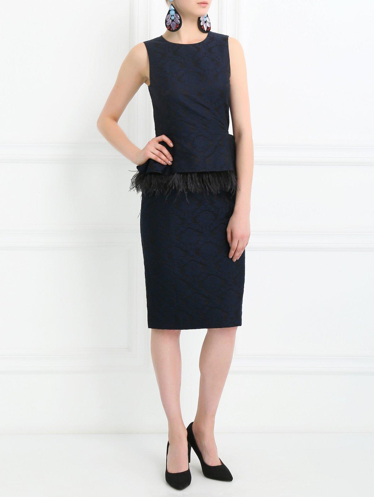 Платье-футляр с баской, декорированное перьями Michael Kors  –  Модель Общий вид