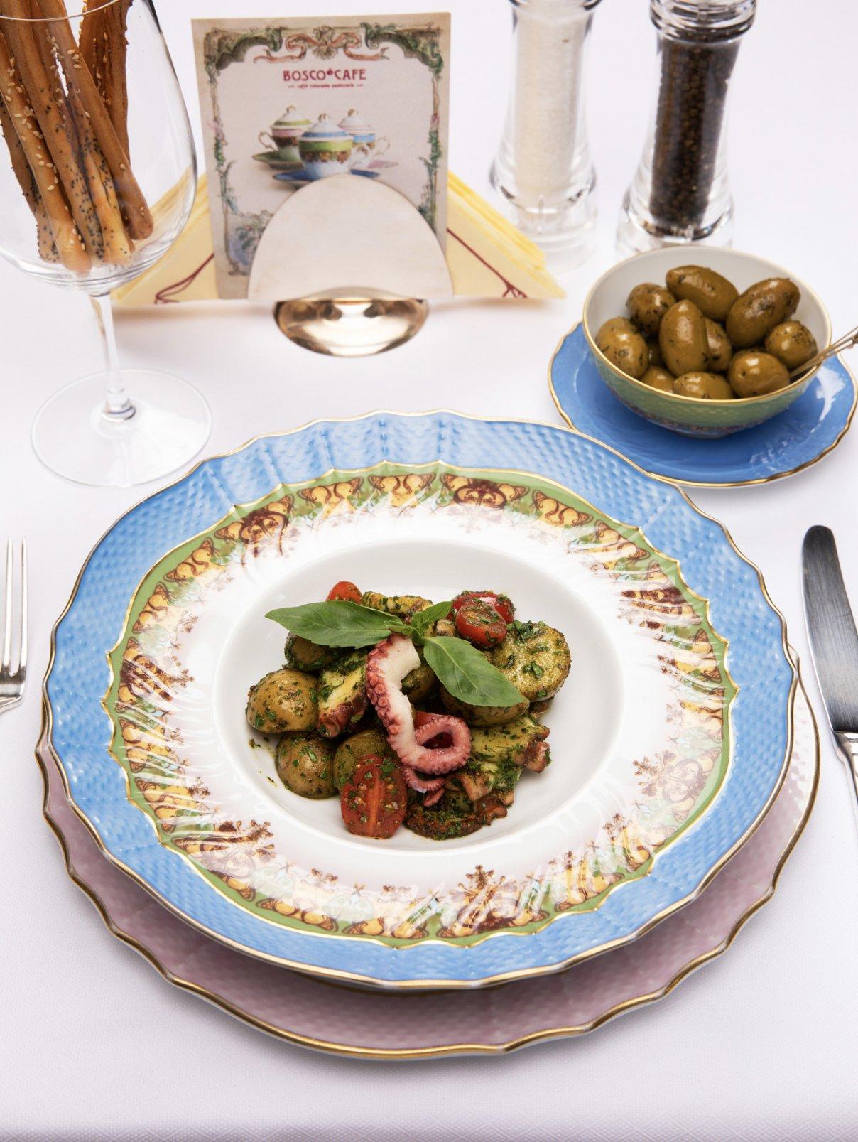 Теплый салат с осьминогом BoscoCafe  –  Общий вид